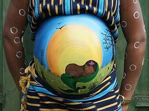 Målning på gravid kvinnas mage 7